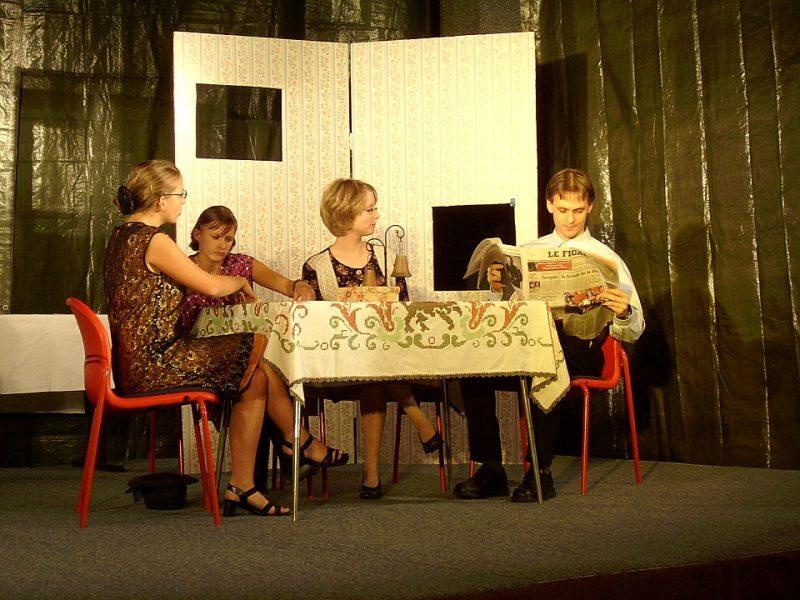 Tischgesellschaft: Das Sparschwein (Junges Theater Beber 2004)