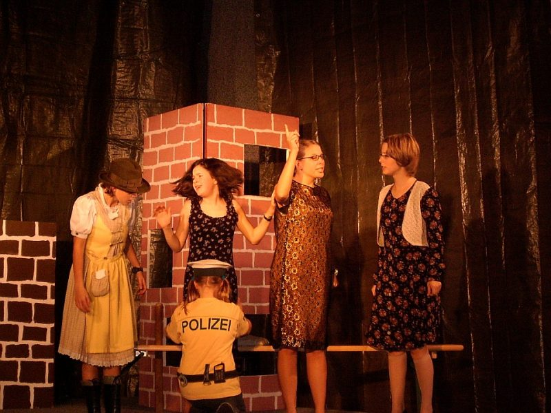 Alle durcheinander: Das Sparschwein (Junges Theater Beber 2004)