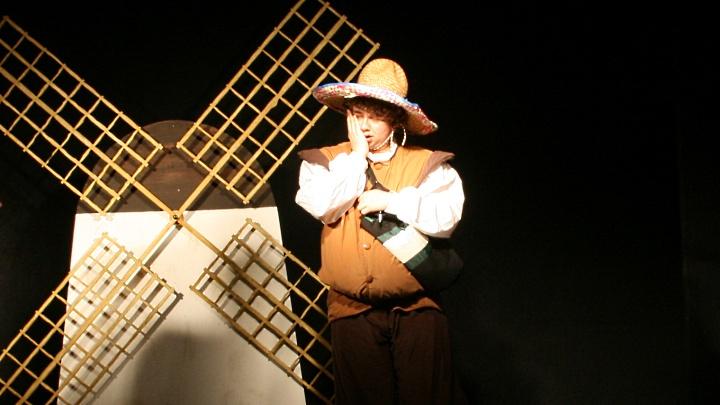Don Quijote in Beber: Sancho Pansa mit Windmühle