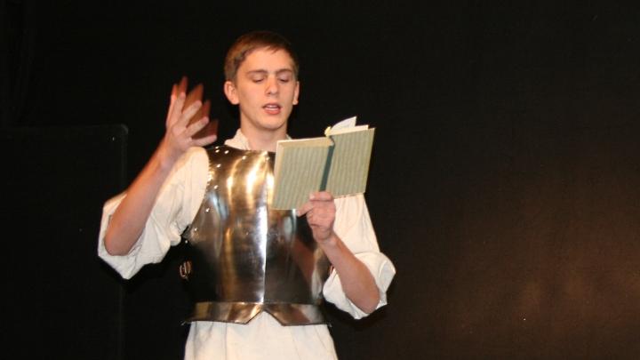Traumrolle Don Quijote: Der Held liest sein eigenes Buch (Junges Theater Beber)