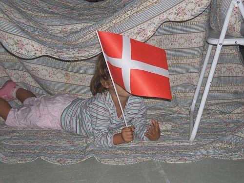 Junges Theater Beber, Theaterfreizeit 2007: Maskottchen mit Landesflagge