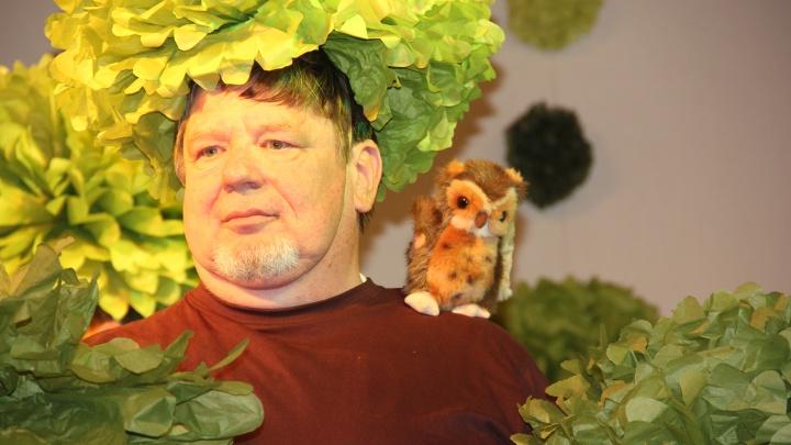 Ein Sommernachtstraum 2012: Baum mit Vogel (Junges Theater Beber)