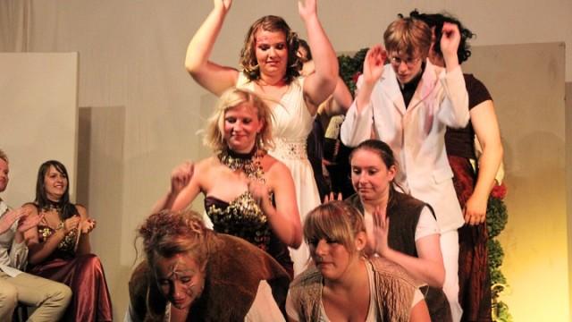 Ein Sommernachtstraum 2012: Tanz mit Verbeugung (Junges Theater Beber)