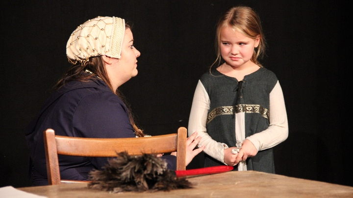 Katharina und Lenchen: Frau Luther 2016/2017, Premiere in Beber. Foto: Stefan Zawilla, Junges Theater Beber